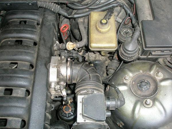 Ремонт и замена ДТВВ (датчик температуры всасываемого воздуха) на Фольксваген Туарег I(Volkswagen Touareg I) своими руками