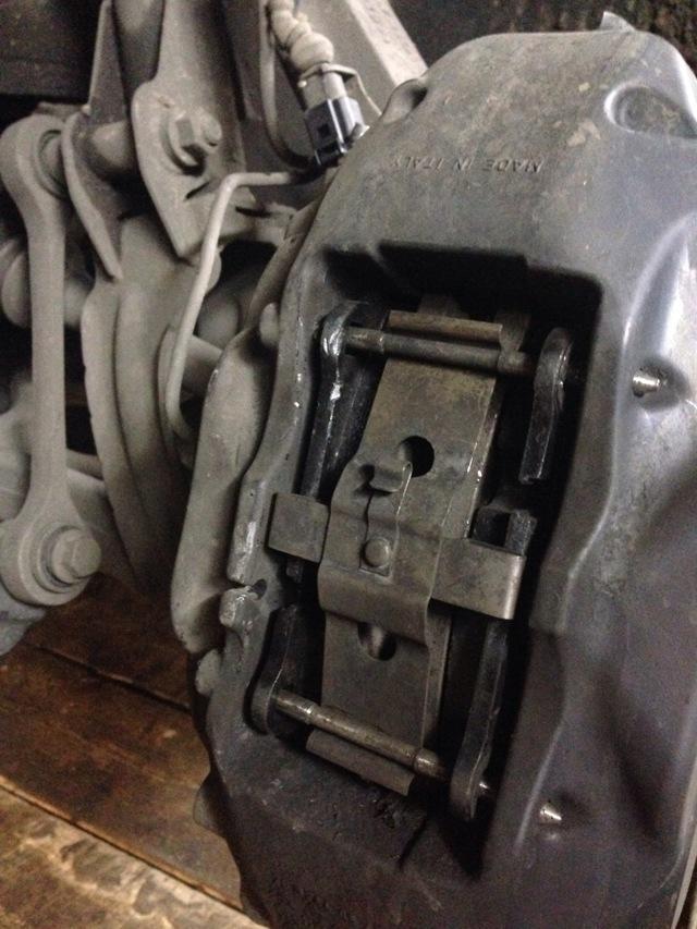 Замена тормозных колодок на Volkswagen Touareg